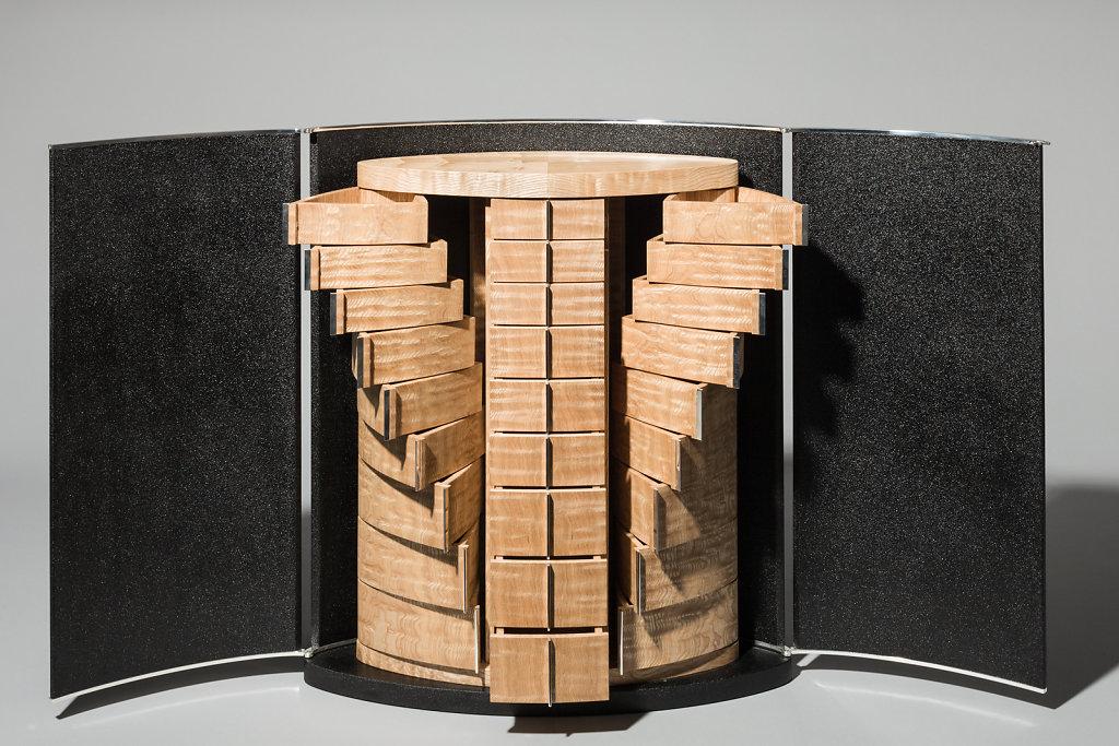 Cabinet by Deutsche Werkstätten, Urushi laquering by Manfred Schmid.