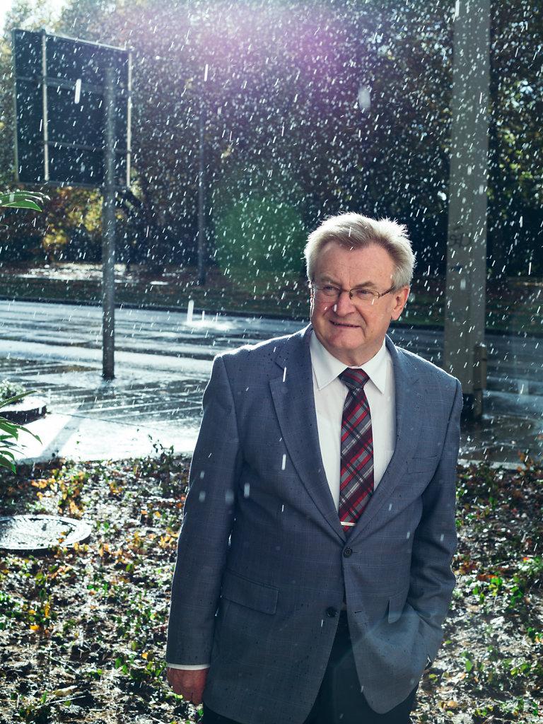 Prof. Dr. rer. pol. habil. Hans Wiesmeth. For DIE ZEIT.