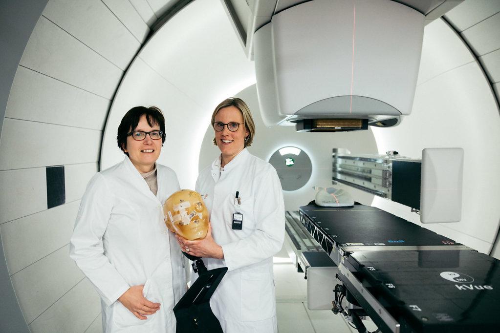 Prof. Dr. Dr. Esther Troost, Prof. Dr. Mechthild Krause, oncology